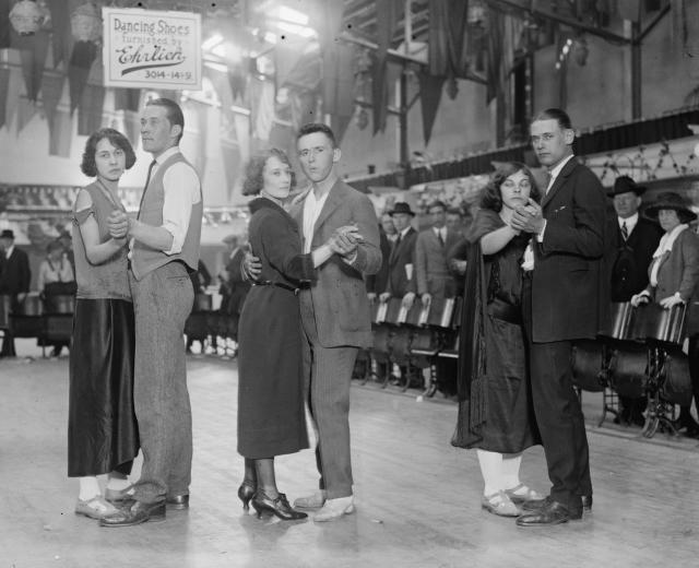 Dance_marathon,_1923